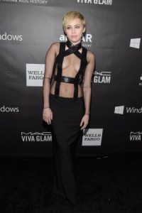 miley-cyrus-amfar-la-inspiration-gala-honoring-tom-ford-md178050