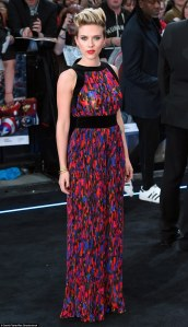 27D3CAA000000578-3049296-Bringing_some_colour_Scarlett_Johansson_stood_out_in_a_multi_col-a-88_1429645578545