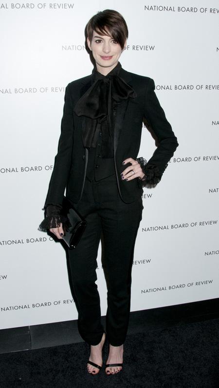 Anne+Hathaway+Saint+Laurent+NBRAG+1
