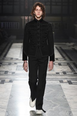 Alexander McQueen Fall 2016 Menswear-24