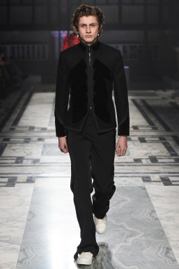 Alexander McQueen Fall 2016 Menswear-25