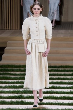 Chanel Spring 2016 Couture Look 14