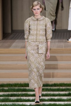 Chanel Spring 2016 Couture Look 17