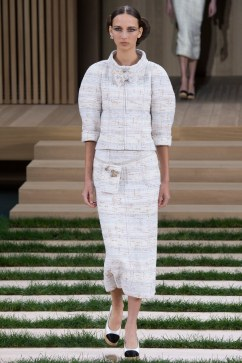 Chanel Spring 2016 Couture Look 2