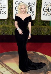 lady-gaga-golden-globes-2016-Atelier Versace