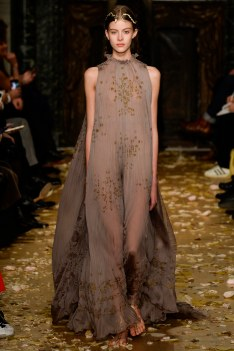 Valentino Spring 2016 Couture Look 1
