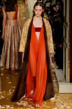 Valentino Spring 2016 Couture Look 17