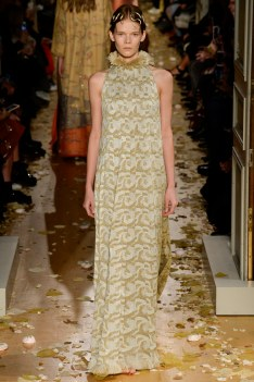 Valentino Spring 2016 Couture Look 18