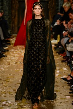 Valentino Spring 2016 Couture Look 2