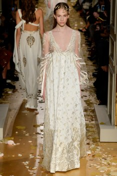 Valentino Spring 2016 Couture Look 23