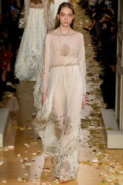 Valentino Spring 2016 Couture Look 24
