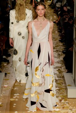 Valentino Spring 2016 Couture Look 29
