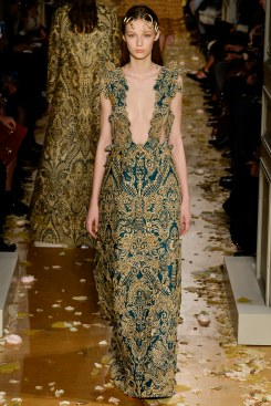 Valentino Spring 2016 Couture Look 36