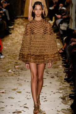 Valentino Spring 2016 Couture Look 37