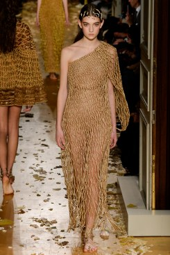 Valentino Spring 2016 Couture Look 38