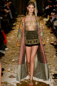Valentino Spring 2016 Couture Look 4