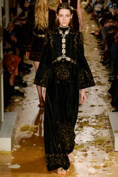 Valentino Spring 2016 Couture Look 9