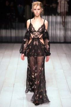 Alexander McQueen Fall 2016 Look 22