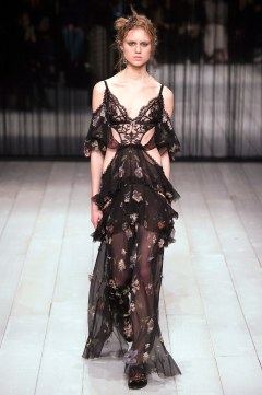 Alexander McQueen Fall 2016 Look 23