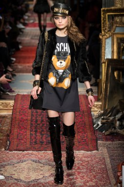 Moschino Fall 2016 Look 29