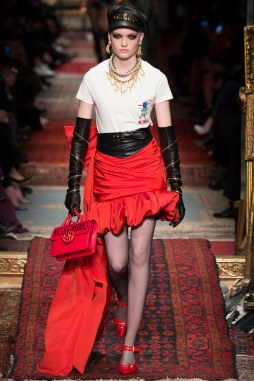 Moschino Fall 2016 Look 31