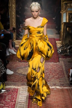 Moschino Fall 2016 Look 56