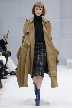 Balenciaga Fall 2016 Look 26