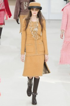 Chanel Fall 2016 Look 17