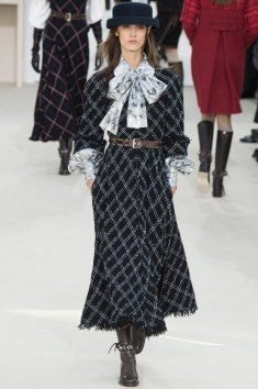 Chanel Fall 2016 Look 25