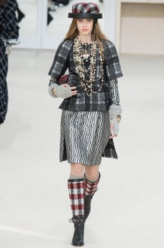 Chanel Fall 2016 Look 28
