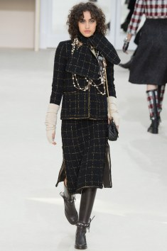 Chanel Fall 2016 Look 31