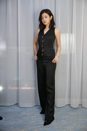 Michelle Chen in Shiatzy Chen Spring 2016-1