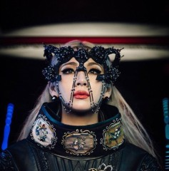 CL in House Of Malakai