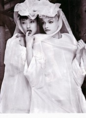 Gemma Ward & Du Juan Patrick Demarchelier Vogue Paris October 2005-3