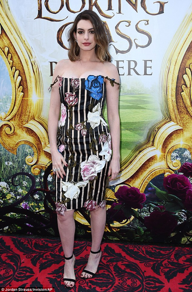 Anne Hathaway in Christopher Kane-1