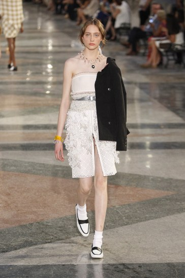 Chanel Resort 2017 Look 52