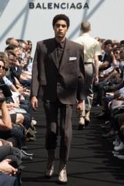 Balenciaga Spring 2017 Menswear Look 11