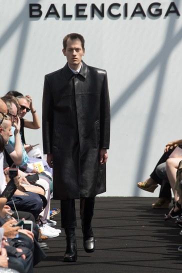 Balenciaga Spring 2017 Menswear Look 13