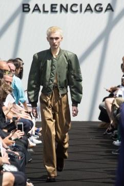 Balenciaga Spring 2017 Menswear Look 18