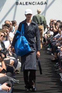 Balenciaga Spring 2017 Menswear Look 19