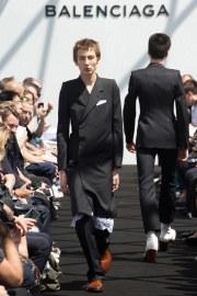Balenciaga Spring 2017 Menswear Look 27