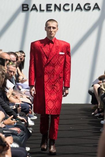 Balenciaga Spring 2017 Menswear Look 31