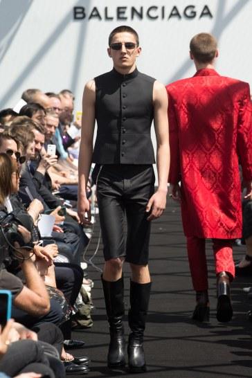 Balenciaga Spring 2017 Menswear Look 32