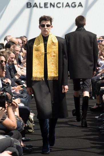 Balenciaga Spring 2017 Menswear Look 34