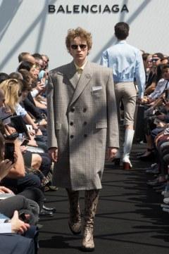 Balenciaga Spring 2017 Menswear Look 7