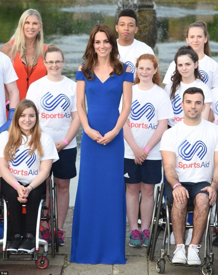 Kate Middleton in Roland Mouret Resort 2016-1