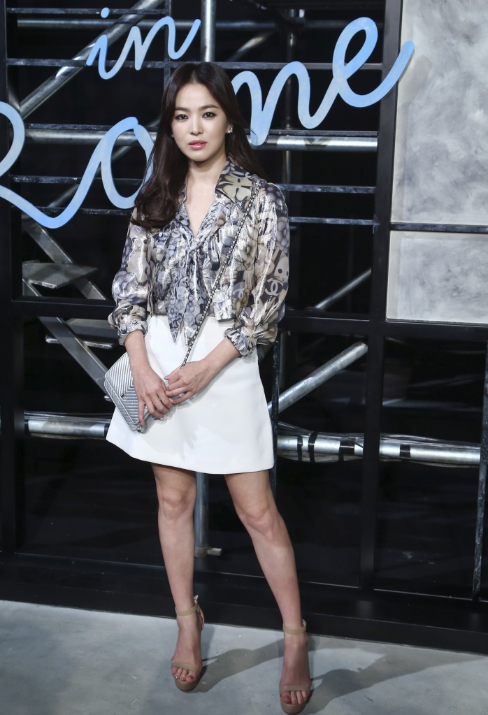 Song Hye-Kyo in Chanel Fall 2016-1