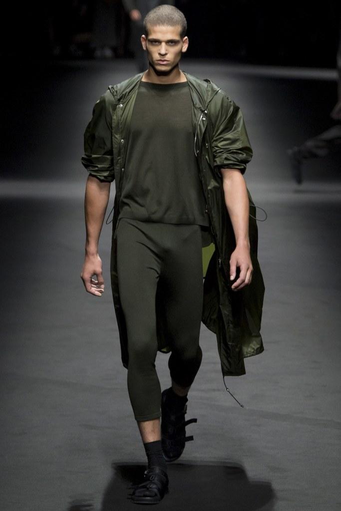 Versace Spring 2017 Menswear Look 1