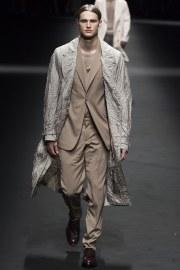 Versace Spring 2017 Menswear Look 16