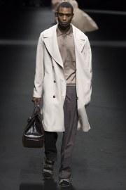 Versace Spring 2017 Menswear Look 17